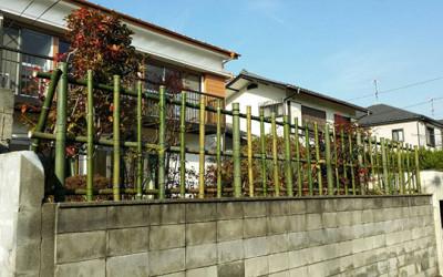 NPO活動拠点F邸(仮称)に竹垣を構築しました。
