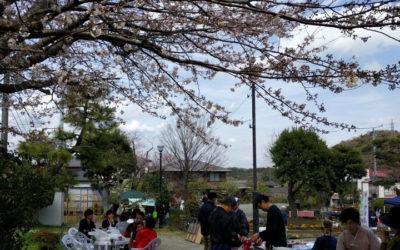 好天の3月24日「第4回今泉台マルシェ」開催~売れ行き好調、焼き芋が人気