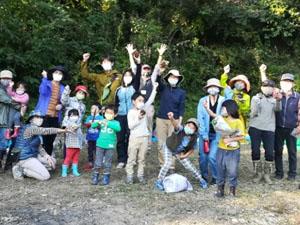 菜園Gの秋の芋掘りと焼き芋つくりに子ども達(3世代)が集う